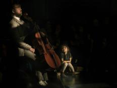 Nocturama_cello artiest_kindje_donker