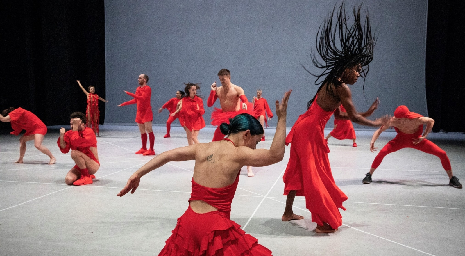 any attempt will end in crushed bodies and shattered bones - Jan Martens / GRIP i.s.m. Dance On Ensemble